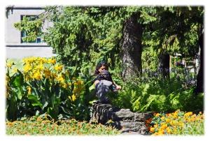 Derrière les fleurs, les mosaïcultures